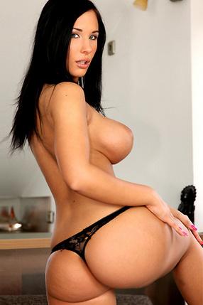 Kyra Hot