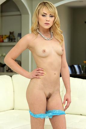 Lizzie Belle