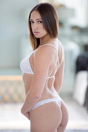 Sara Luvv