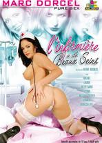 L'infirmière a de beaux seins