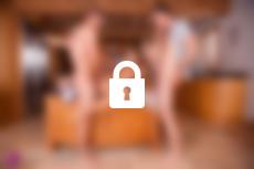 Cléa Gaultier se fait baiser dans la cuisine dans La Cavalière la nouvelle production de Marc Dorcel en VOD sur Dorcel Vision