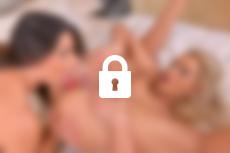 Photo n°3, scène n°1 du film Zafira, orgasmes entre filles