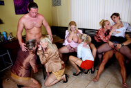 Mad Sex Party : Champagne Milfs & Hot Tub Hotties