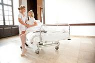 Die Krankenschwester mit den großen Brüsten
