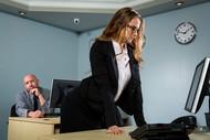 Ma secrétaire est une Nympho