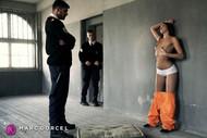 Cléa Gaultier est prête à baiser deux gardiens dans La Prisonnière le nouveau film de Marc Dorcel en VOD sur Dorcel Vision