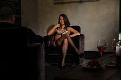 Anissa Kate, la Veuve / La femme à la voilette noire