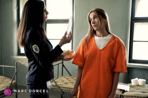 Cassie del Isla a trouvé un Sex Toy dans le courrier d'Alexis Crystal dans La Prisonnière la nouvelle production de Marc Dorcel en VOD sur Dorcel Visi