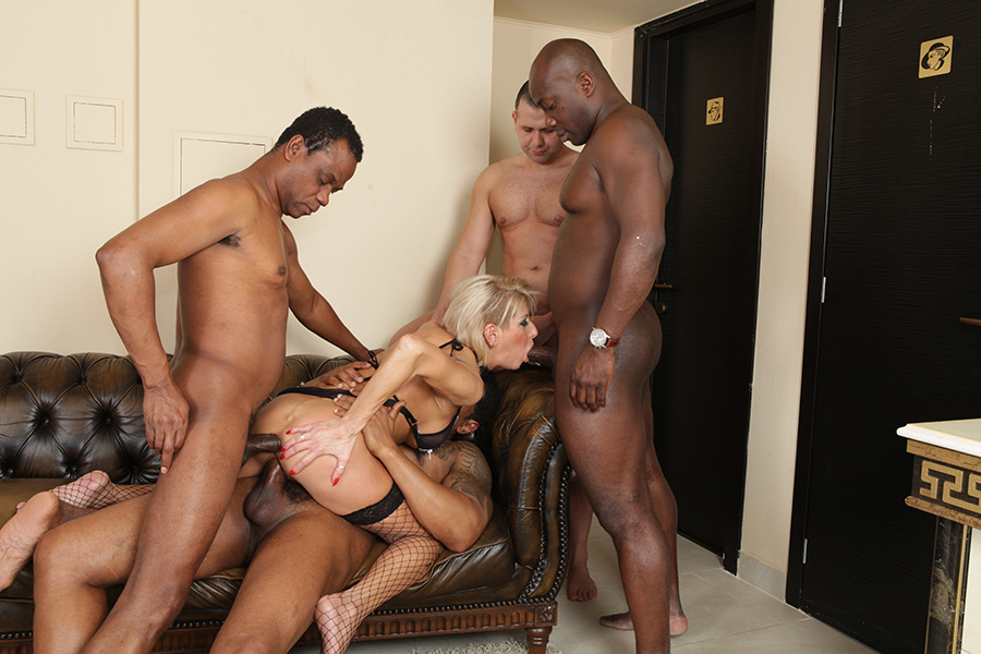 Amateur interracial cuckold clean up and 7