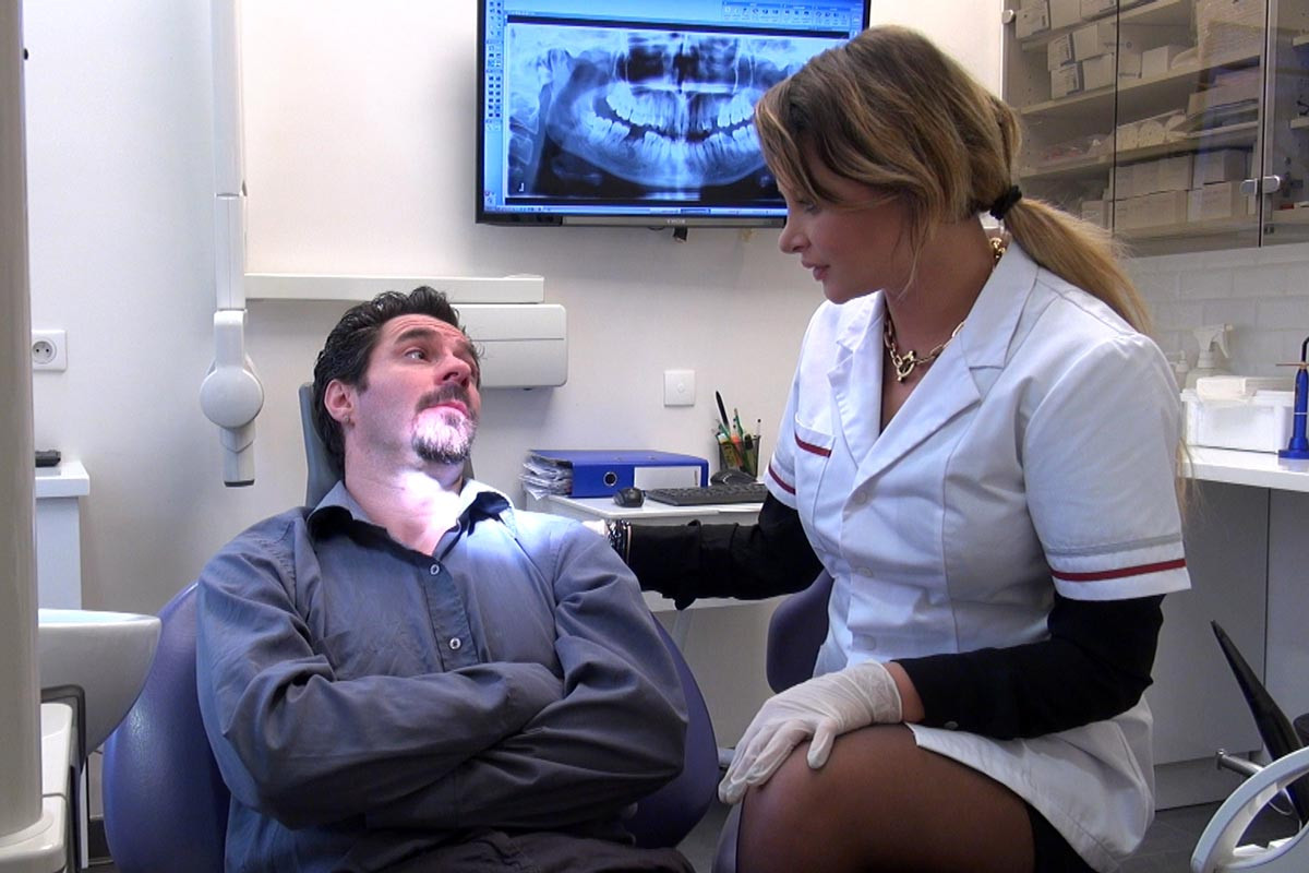 Sex with dentist assistant