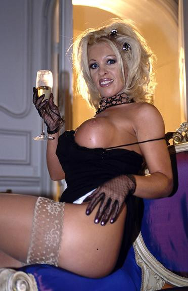 Dolly Golden Anal