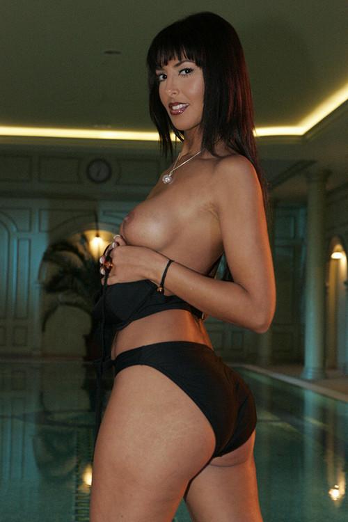 Dona yasmine gold