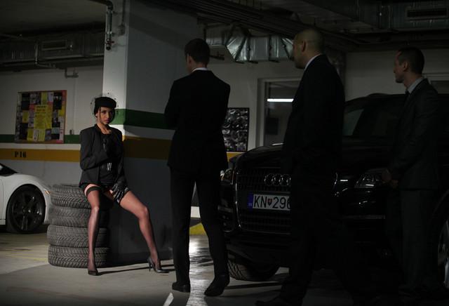Voir la bande annonce du film Anissa Kate, la Veuve / La femme à la voilette noire