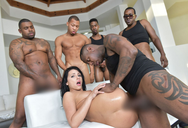 Interracial gang bang Trailer ansehen