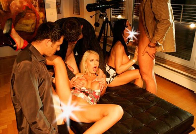 Смотреть порношик со стриптизером, сквиртинг от звезд порно